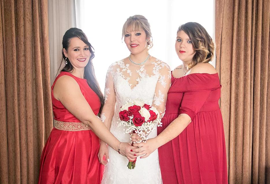 Novia y madrinas de boda