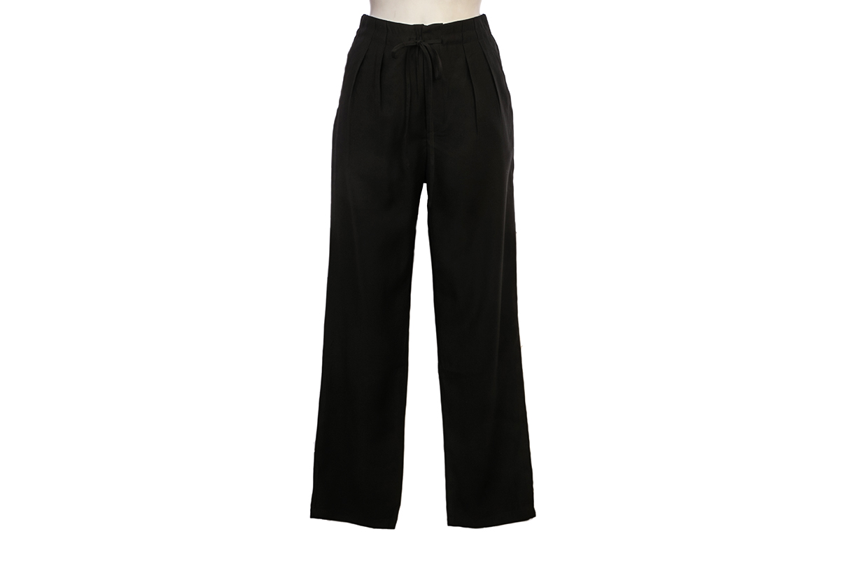Pantalón negro con goma, muy cómodo